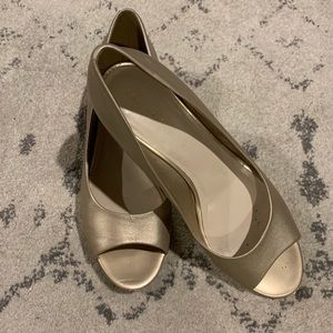 Cole Haan Elsie OT Wedge (soft gold metallic)